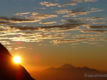 Agung východ slunce na vrcholu