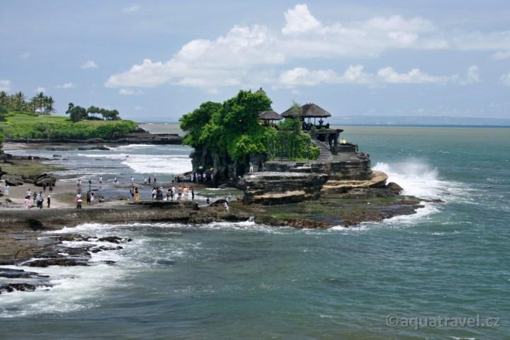 Tanah Lot chrám v moři
