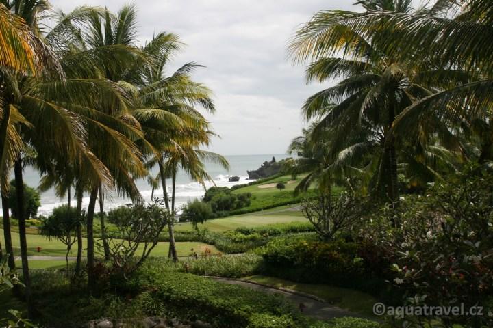 Tanah Lot od golfového hotelu