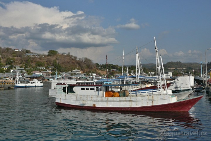 Labuanbajo přístav na Floresu