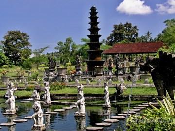 Královské lázně Tirtagangga na východě Bali