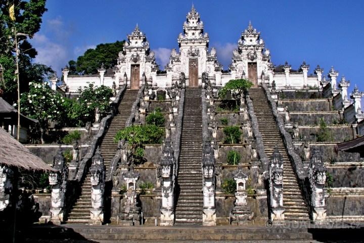 Lempuyang bílý chrám