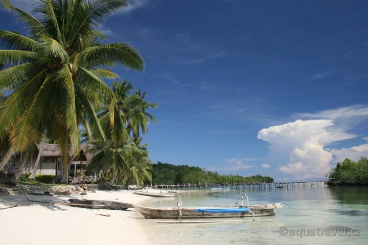 Togianské ostrovy - resort u plᾞe