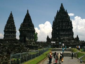 Prambanan - největší hiduistický chrám světa u Jogyakarty na Jávě
