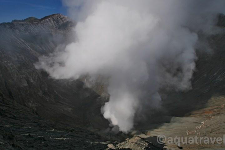 Sopka Bromo pohled do kráteru