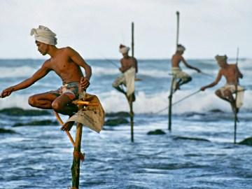 Rybáři u Weligama na jižním pobřeží