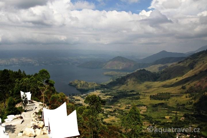 Výhled na jezero Toba