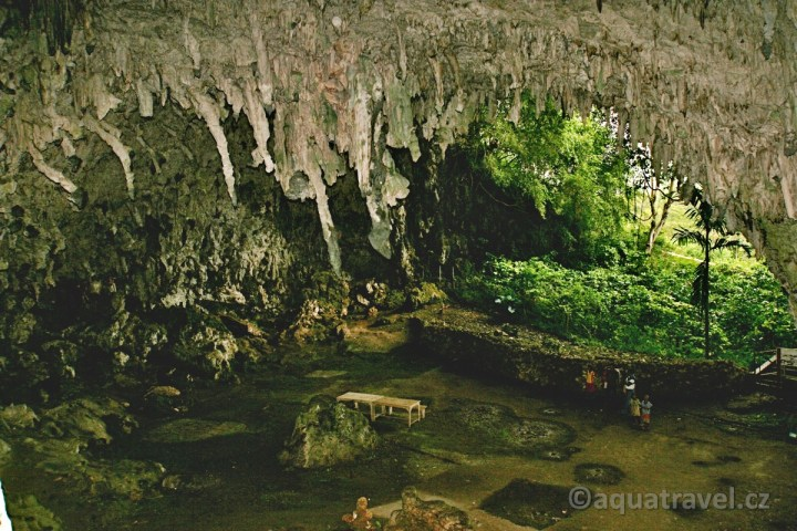 Liangbula jeskyně hobitů