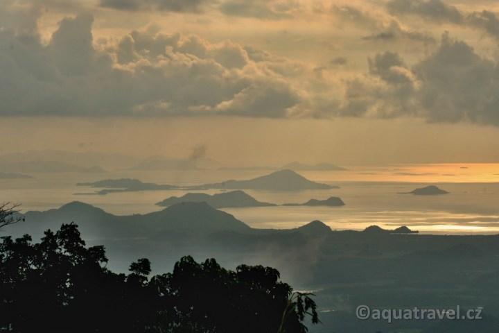 Západ slunce nad NP Komodo
