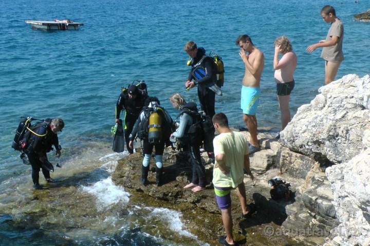 Veruda potápění z ostrova