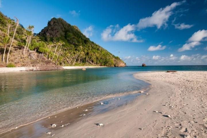 Ostrov Siau pláž