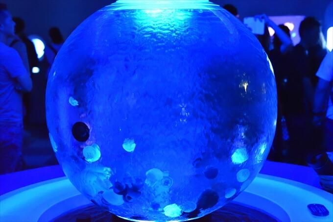 クラゲファンタジーホールの球状水槽