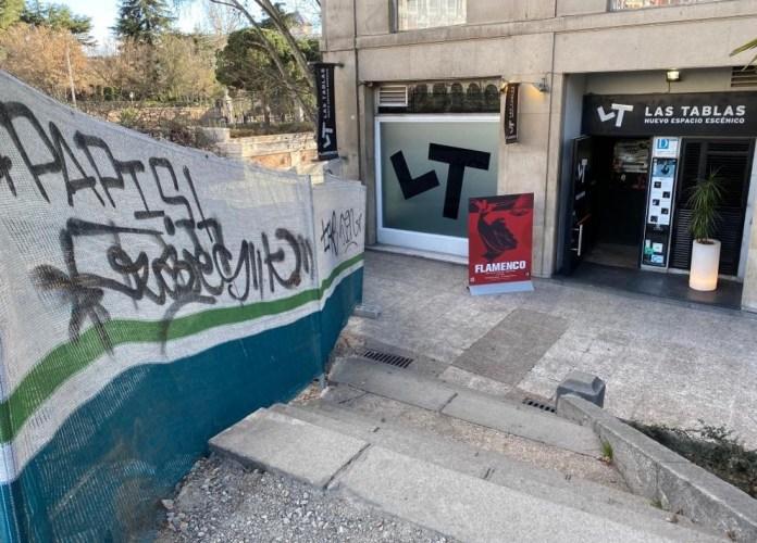 Las Tablas, obras en la Plaza de España que afectan a las escaleras de entrada al tablao