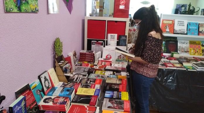 En La Libre se pueden hojear y sentir los libros antes de comprarlos