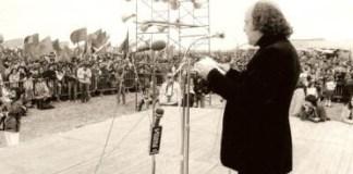 Luis López Álvarez lee 'Los Comuneros' en la explanada de Villalar de los Comuneros en 1978