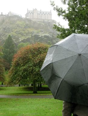 EDINBURGH (behind, Edinburgh Castle), Scotland!
