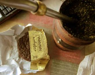 MATE Y ALFAJOR HAVANNA - Argentinean food