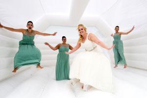 Una idea sorprendente para vuestra boda, un castillo hinchable.