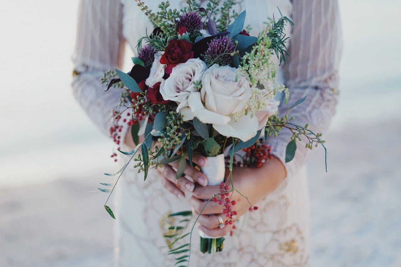 Formas diferentes para entregar el ramo de novia