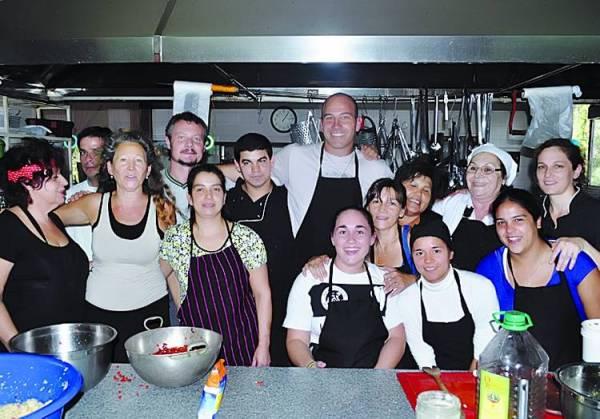 Martiniano-equipo-escuela-Gastronomia-Conciente_CLAIMA20130421_0098_14