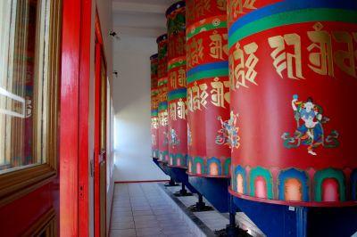 templo tibetano detalhe rodas