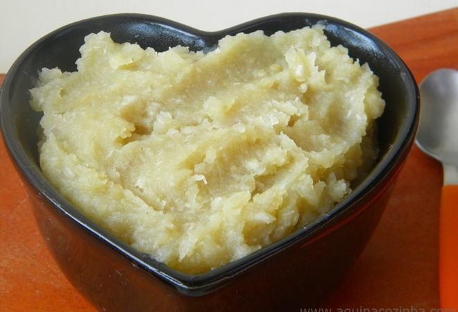 cumbuca em forma de coração com Doce de Batata doce dentro