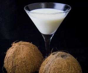Como fazer leite de coco