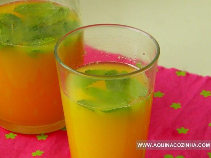 bebida de vinho branco e laranja