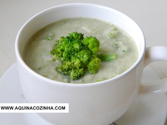 Sopa Detox de Brócolis e Couve-flor