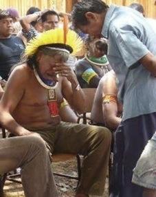 le Chef de la Tribu des Kayapo a reçu la pire  nouvelle de sa vie