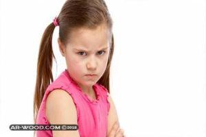 كيفية التعامل مع الطفل العنيد والعصبي في عمر السنتين
