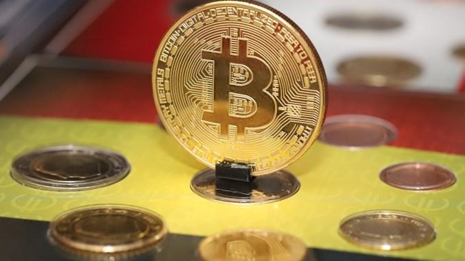 وزير الخزانة الأمريكية يؤكد وجود خطة لتنظيم سوق العملات الرقمية