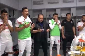 بالفيديو.. شاهد كيف يشجع مدرب المنتخب التونسي اللاعبين