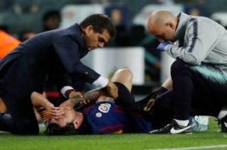 رسميا.. برشلونة يحدد مدة غياب ميسي بعد الإصابة