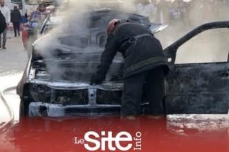 """بالفيديو والصور.. النيران تلتهم """"طاكسي"""" بالدار البيضاء"""