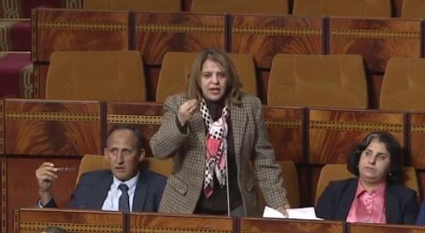 """برلمانية تصف تُجار القرب داخل قبة البرلمان بـ """"مول الحانوت هذاك الشلح"""""""