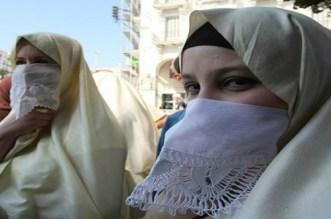 """""""سجينات الحجاب"""" حملة جزائرية للتنديد بفرض ارتداء الحجاب"""