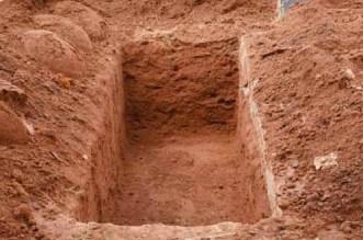 ابن أحمد في حالة استنفار.. استخراج جثة سيدة من قبرها بعد سماع صراخها