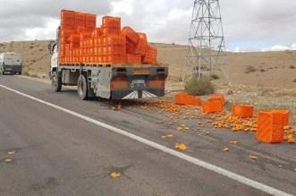 انقلاب صناديق الليمون لشاحنة بين مراكش وامنتانوت يربك حركة السير