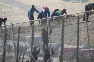 إحباط محاولة اقتحام 400 مهاجر سري منحدرين من جنوب الصحراء لسبتة المحتلة