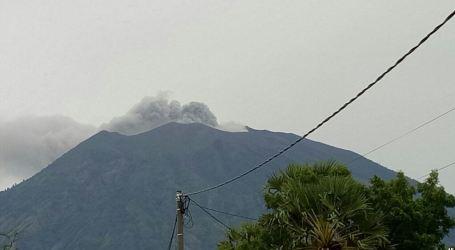 إندونيسيا تدعو لإجلاء 100 ألف من منازلهم بسبب ثوران بركاني وشيك