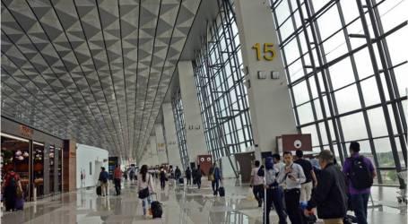 مطار سويكارنو-هاتا يستضيف الموسيقى الحية للترفيه خلال موسم رأس السنة الجديدة