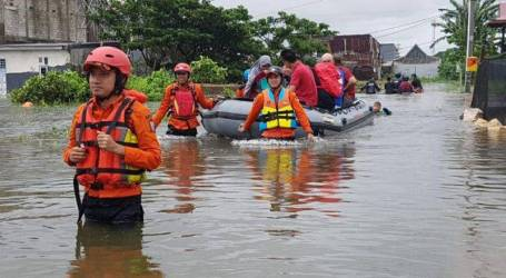 الأمطار الغزيرة تسبب فيضانات في ماكاسار