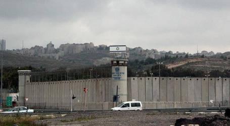 قوات الاحتلال تعتقل 10 مواطنين خلال عمليات دهم وتفتيش في الضفة الغربية