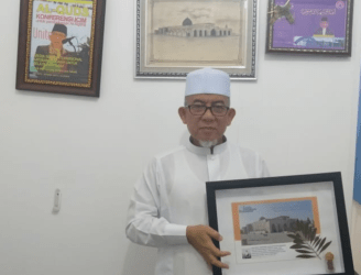 ناشط القدس يسلّم قطعة أرض الأقصى وزيتونها لجماعة المسلمين