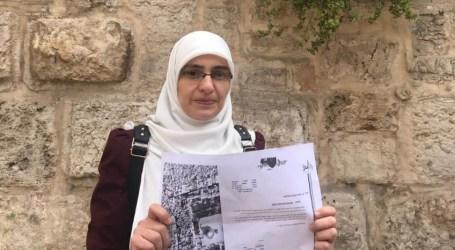 القدس : إبعاد المقدسية هنادي الحلواني عن المسجد الأقصى المبارك لمدة 6 أشهر