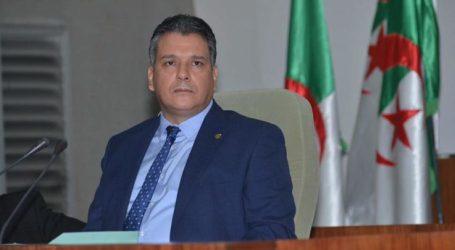 الجزائر: عشرات القيادات بالحزب الحاكم تبارك الحراك وتدعم مطالبه