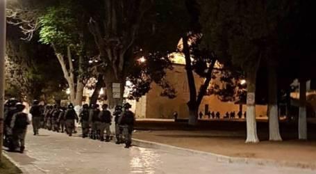 الخارجية الفلسطينية تُدين إخراج قوات الاحتلال للمعتكفين والمصلين من الأقصى