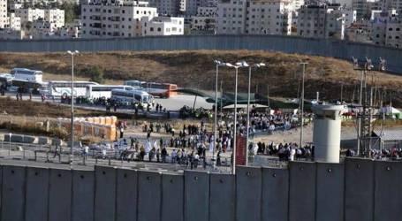 إسرائيل تعتزم بناء جدار إسمنتي لحماية مسار سكة حديد قبالة غزة