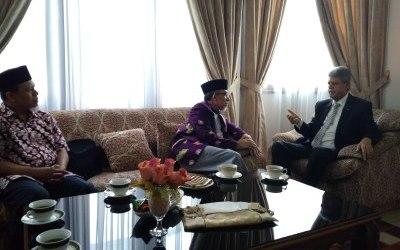 إمام جماعة المسلمين (حزب الله) تزور السفير الفلسطيني لدى إندونيسيا